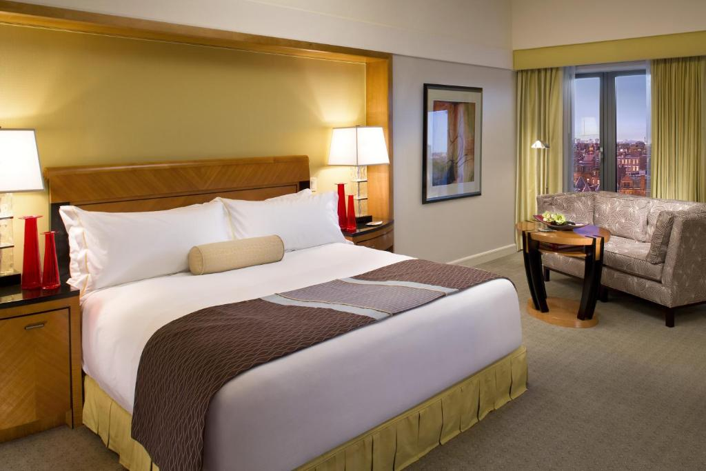 A bed or beds in a room at Hotel Le mount