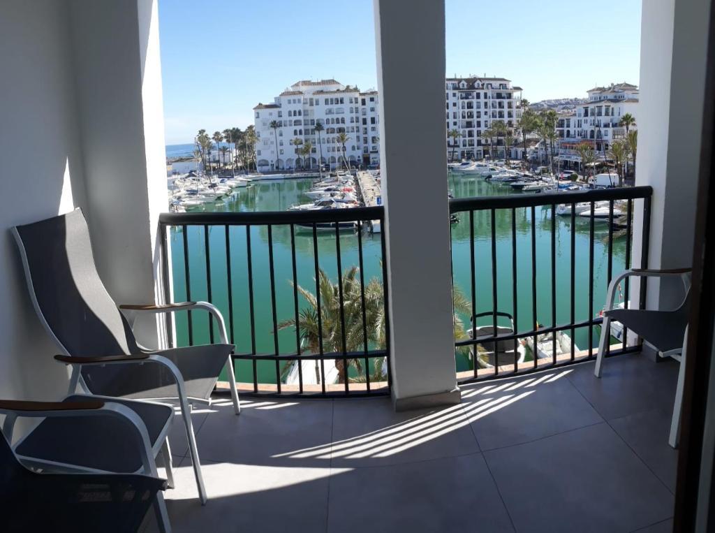 Vista de la piscina de Duquesa Seafront Marina o alrededores