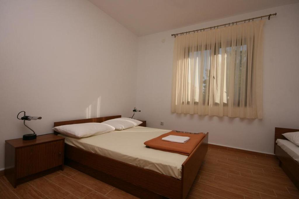 A bed or beds in a room at Apartments with a parking space Sukosan (Zadar) - 6196