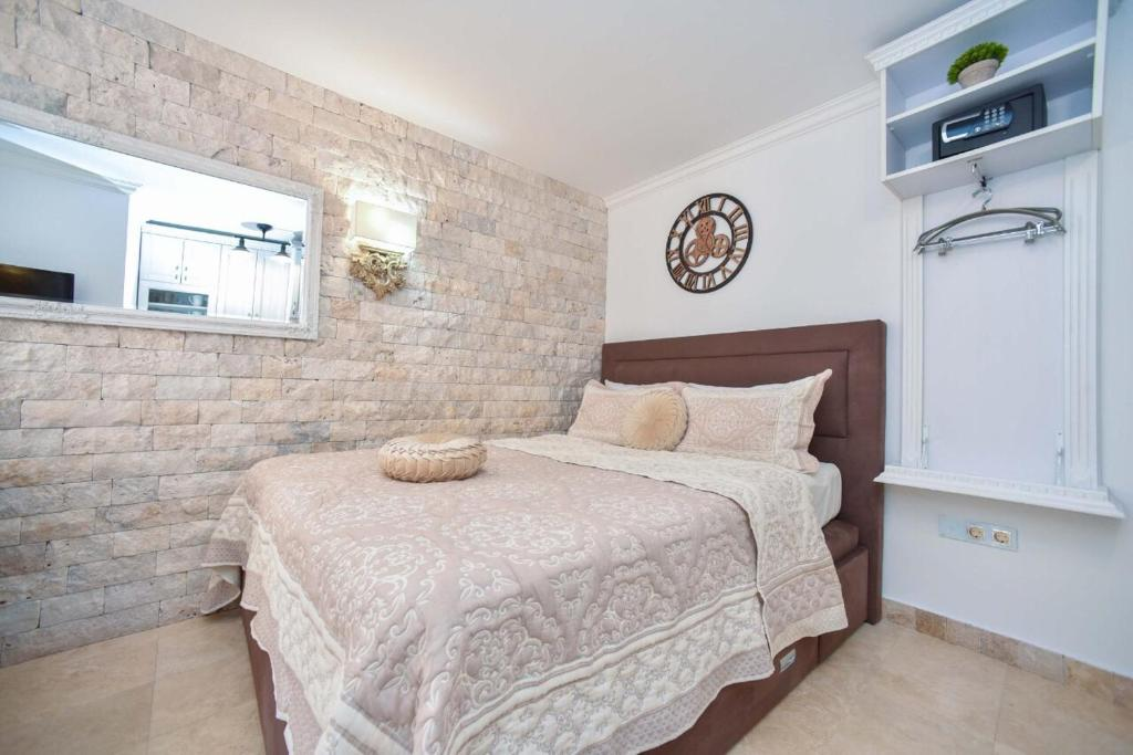 Кровать или кровати в номере Apartment Old Town Skyline