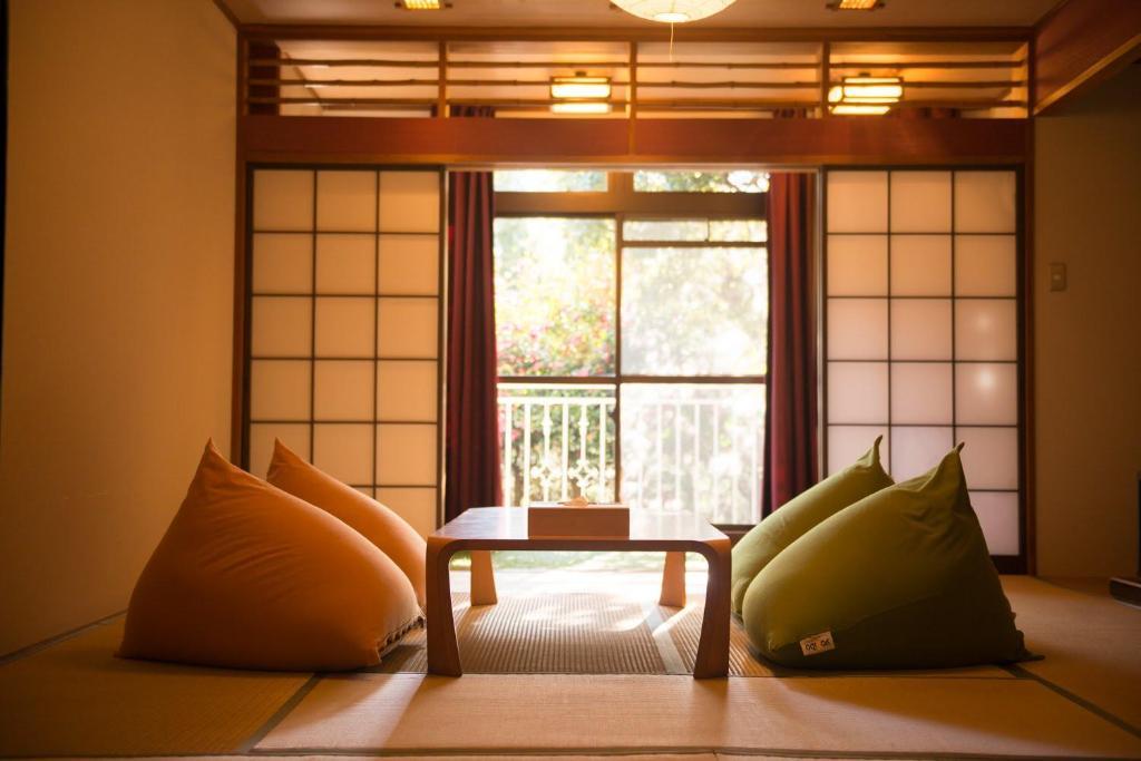A seating area at The Ryokan Tokyo YUGAWARA