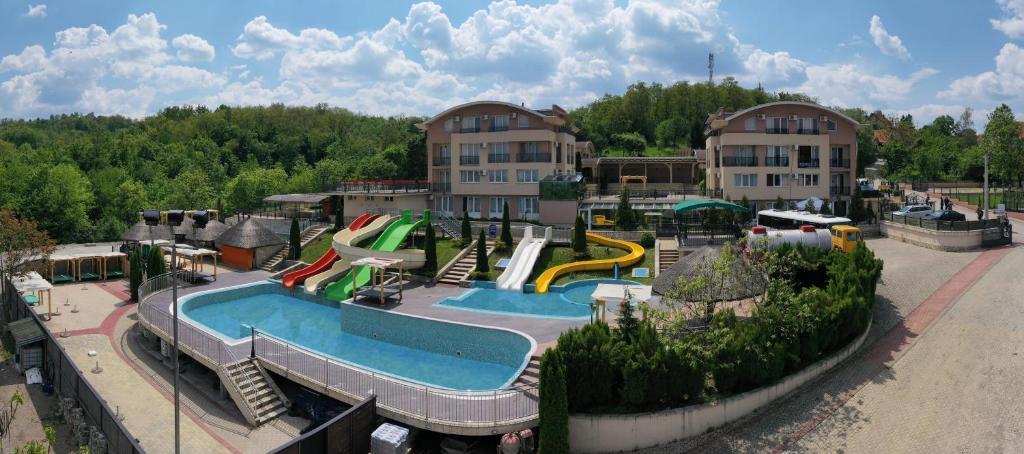Sunny Hill Apartments & Aqua Park