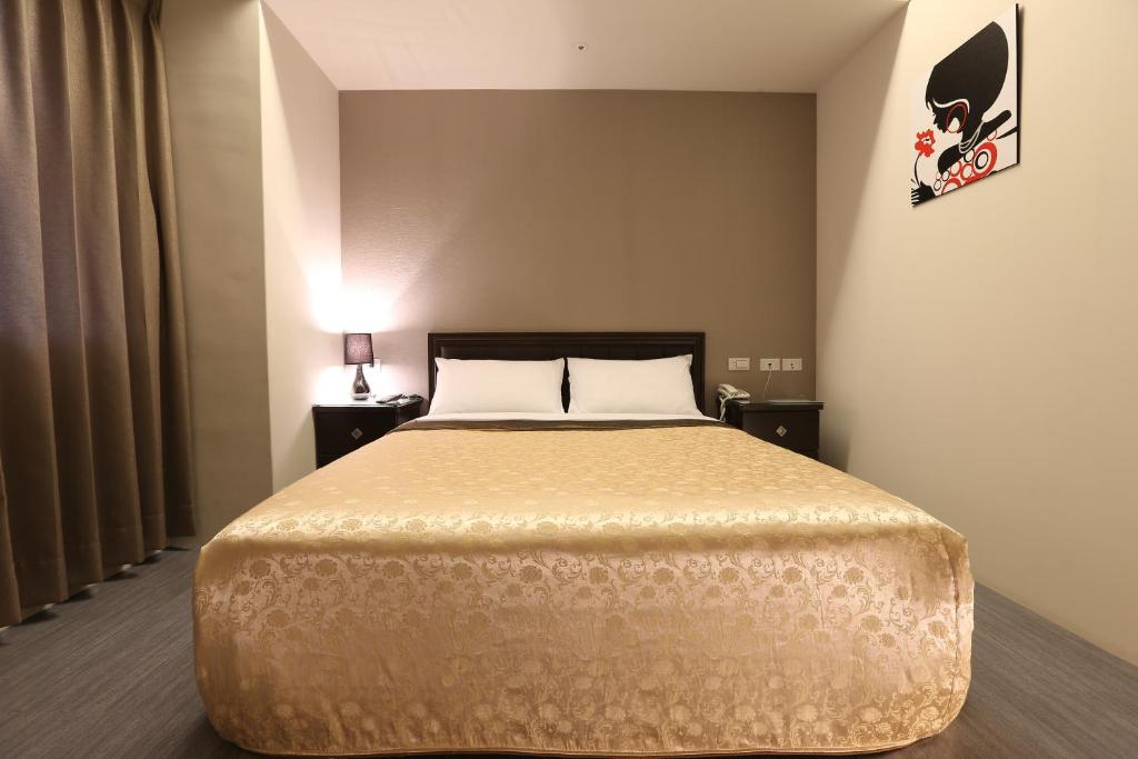 A bed or beds in a room at Sodamazon Business Hotel