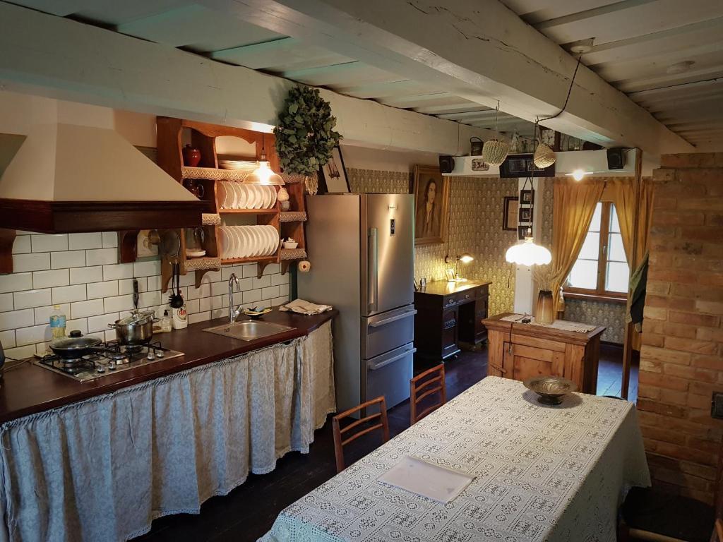 A kitchen or kitchenette at Kārkliņi