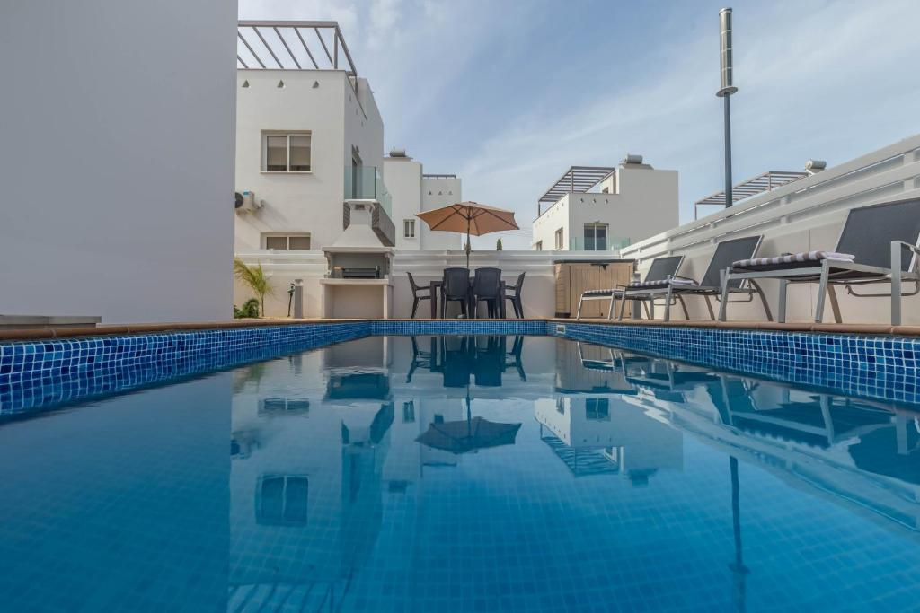 The swimming pool at or close to Nissini Villas 2