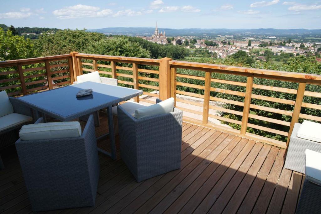 Een balkon of terras bij Chambres d'hotes à Autun