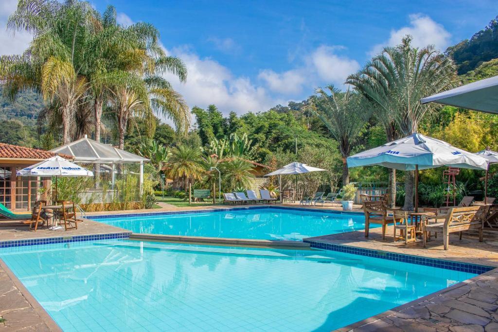 A piscina localizada em Bomtempo Hotel Esporte & Lazer ou nos arredores