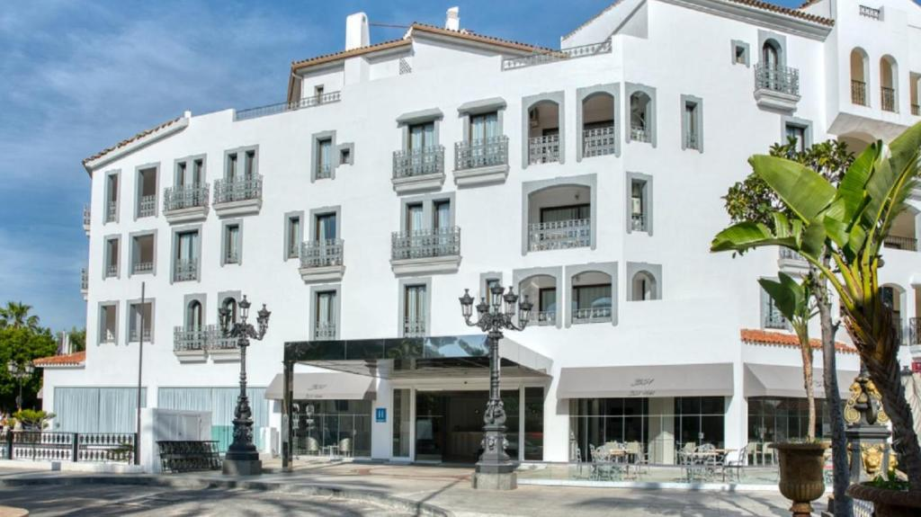 Boutique Hotel B51 (España Marbella) - Booking.com