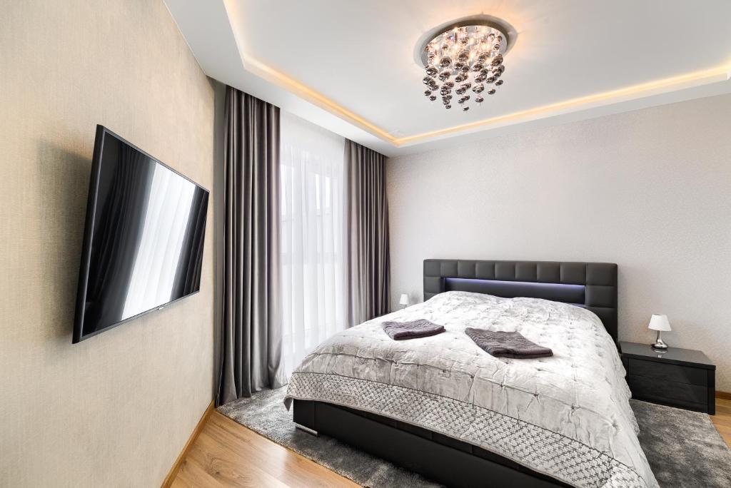 Een bed of bedden in een kamer bij Toress Apartamenty Deptak