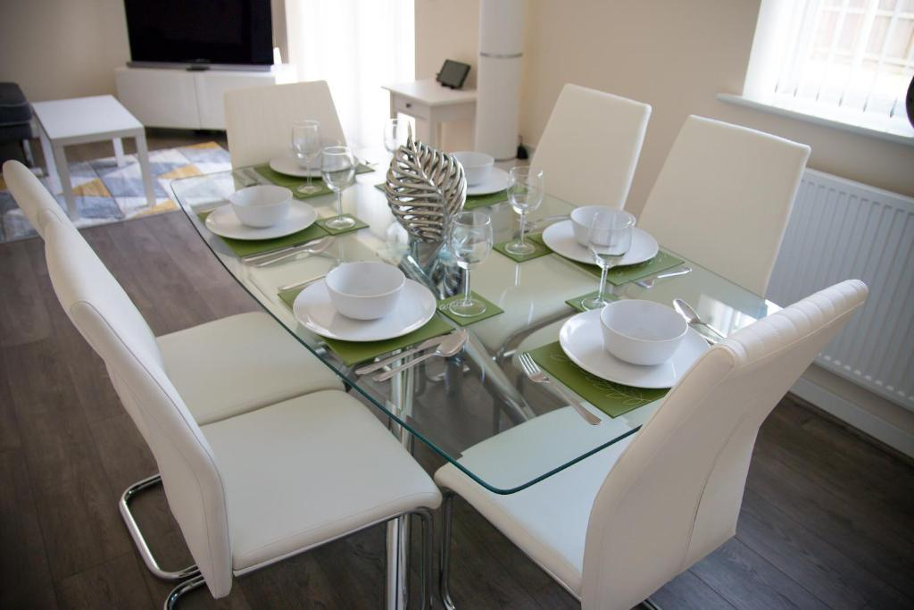 Restaurant ou autre lieu de restauration dans l'établissement White Willow Serviced Accommodation