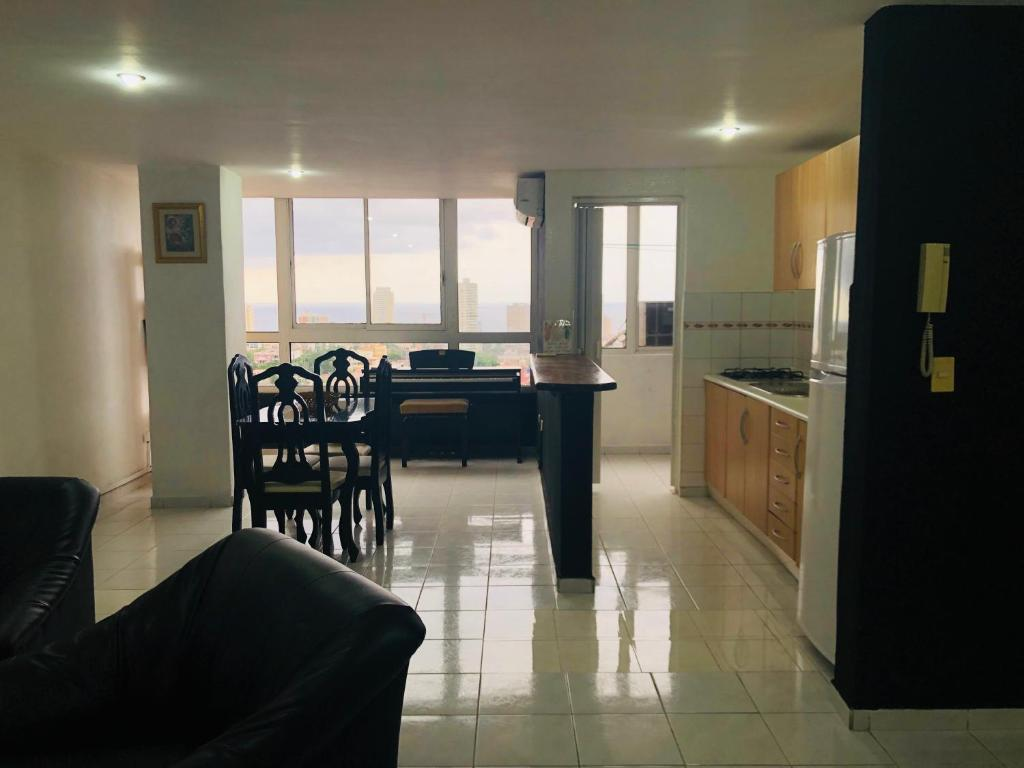 Cucina o angolo cottura di Panoramic Flat with piano
