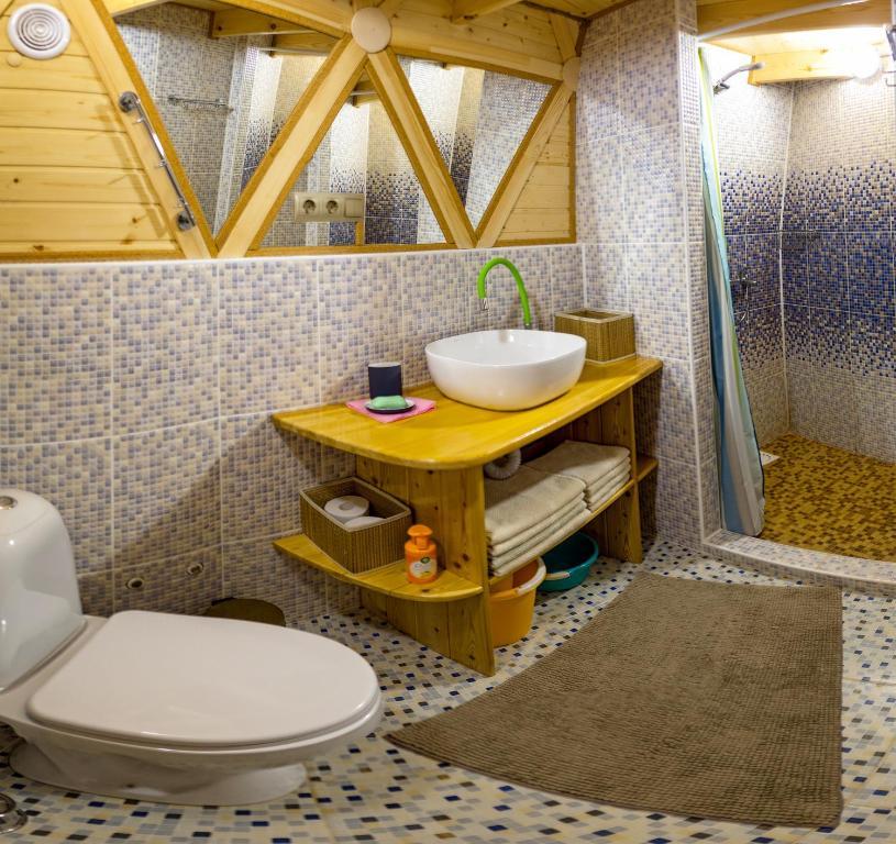 A bathroom at АтмосфЭра