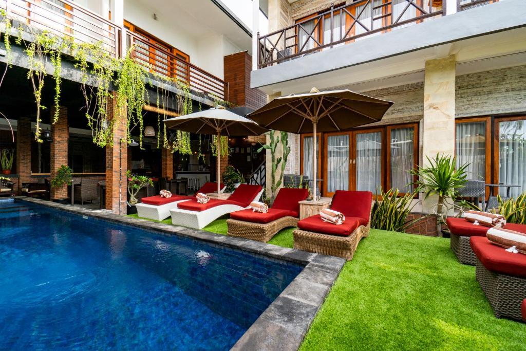 Bazén v ubytovaní Nyuh Gading Home Stay alebo v jeho blízkosti