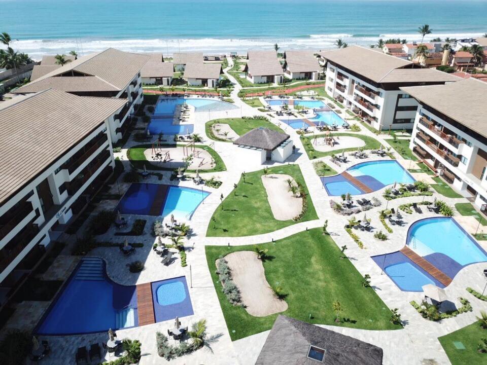 Uma vista da piscina em FLAT CUPÊ BEACH LIVING - Beira Mar ou nos arredores