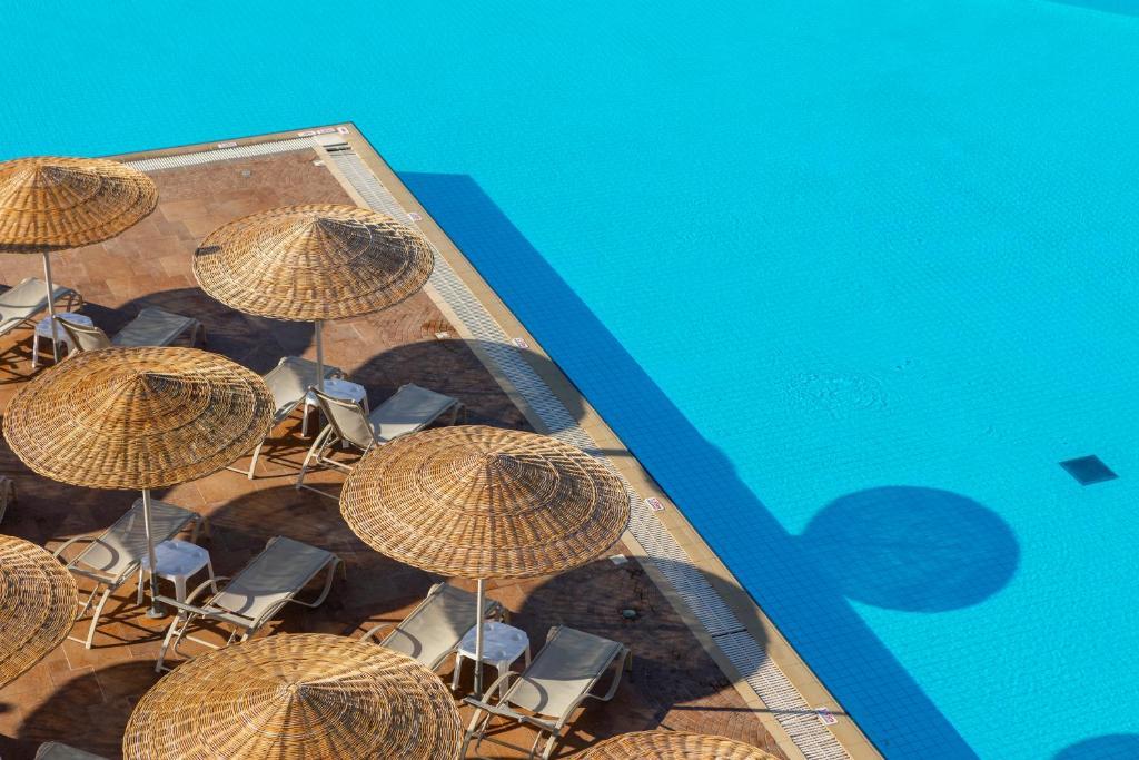 Utsikt över poolen vid Leonardo Kolymbia Resort Rhodes eller i närheten