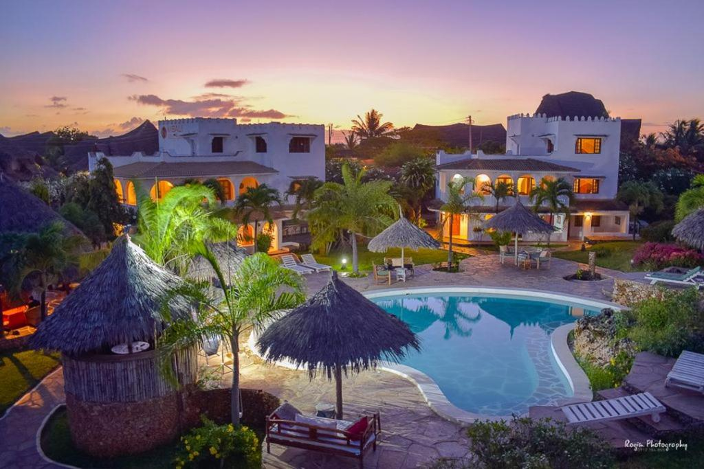 A view of the pool at Cest La Vie & Spa or nearby