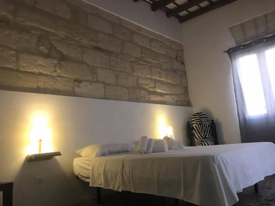 A bed or beds in a room at Le Case Del Grillo