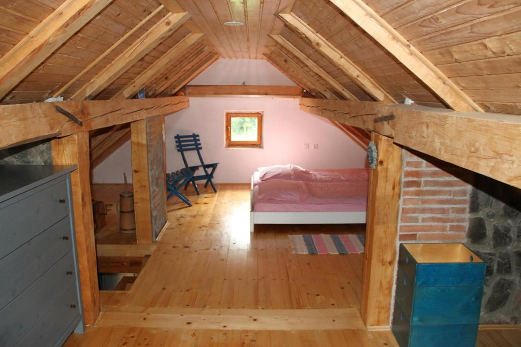 A bunk bed or bunk beds in a room at Charming Vineyard Cottage