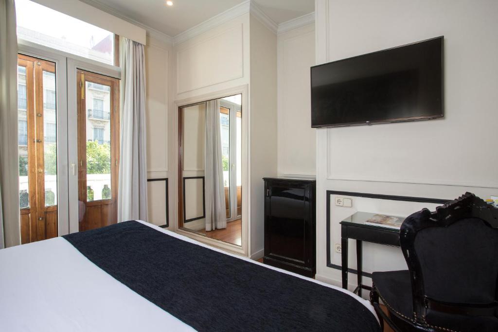 Hotel Casual De Las Artes Valencia Spain Booking Com