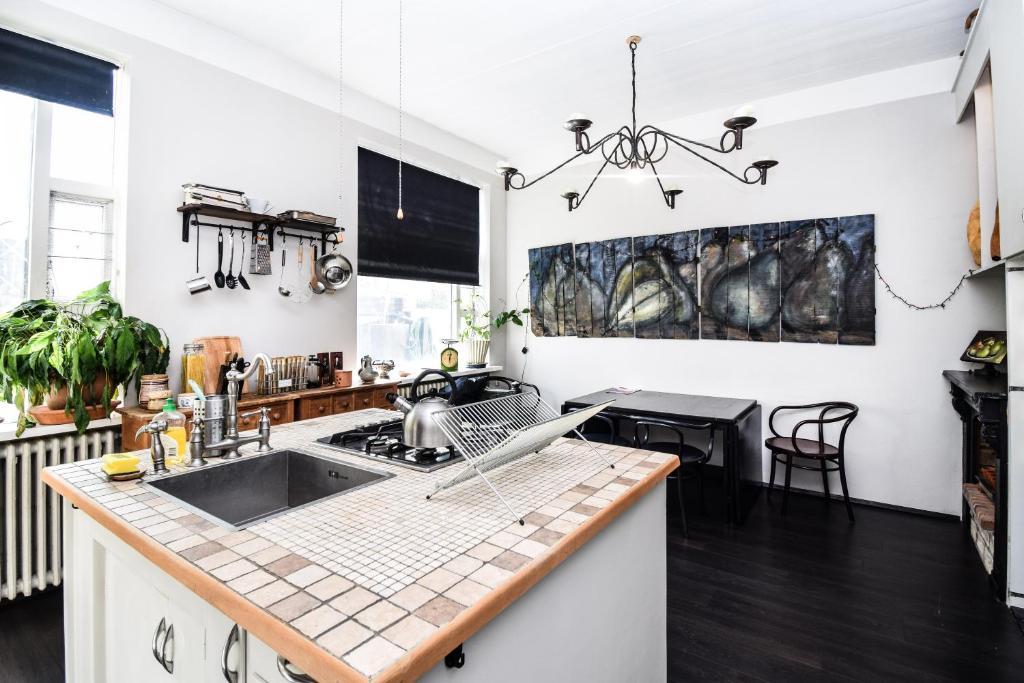 A kitchen or kitchenette at GreenKey Apartment G32