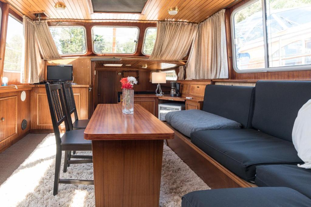 Posezení v ubytování BasicHouseboat nearcenter