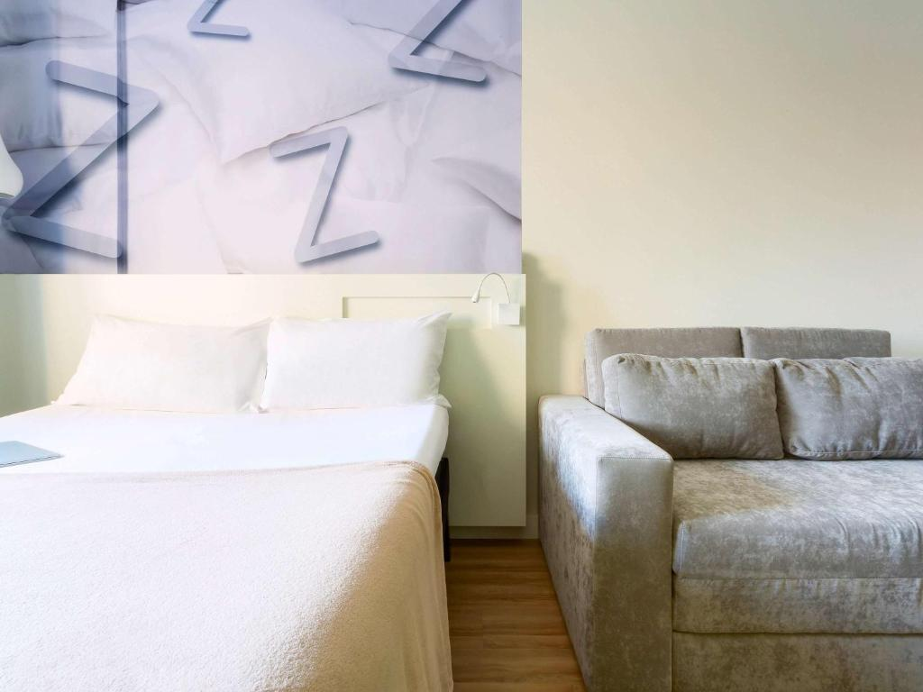 A bed or beds in a room at Ibis Styles Sao Paulo Barra Funda