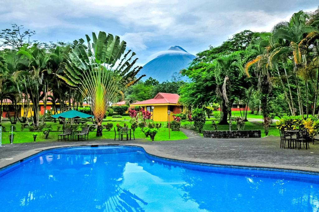 The swimming pool at or near Hotel Arenal Country Inn