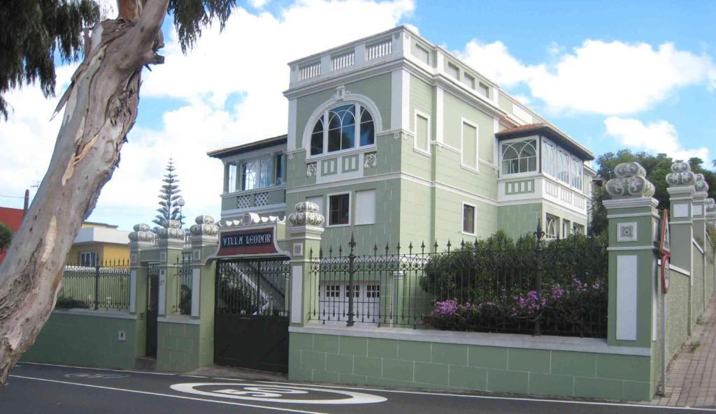 Villa Leonor, espaciosa villa con piscina y jardín en el ...