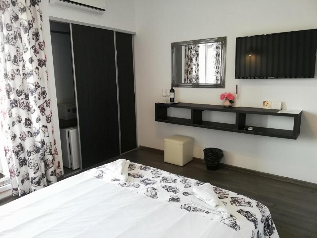 Un pat sau paturi într-o cameră la Anacris Guesthouse