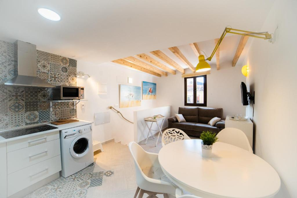 A kitchen or kitchenette at Calmness Apartment Old Town