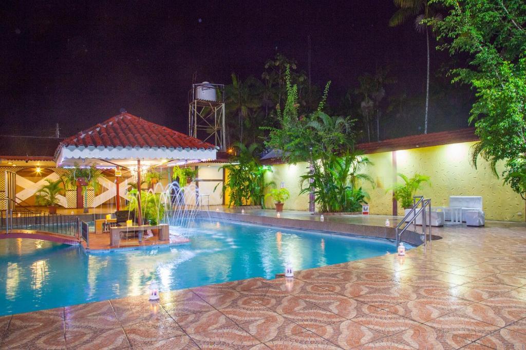 The swimming pool at or close to Hotel Sombrero de Paja