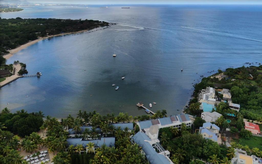grande villa pied dans l'eau à baklava, île Maurice с высоты птичьего полета