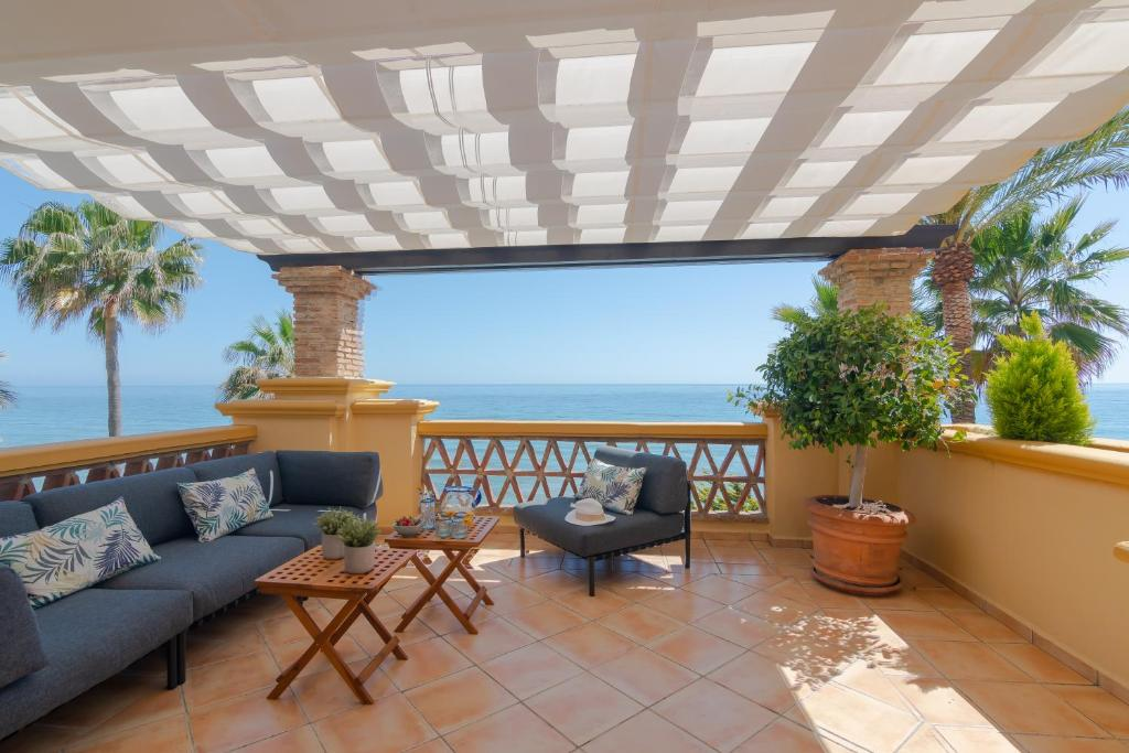 A balcony or terrace at 18166 - SUPERB FRONT LINE LOCATION - HEATED POOL