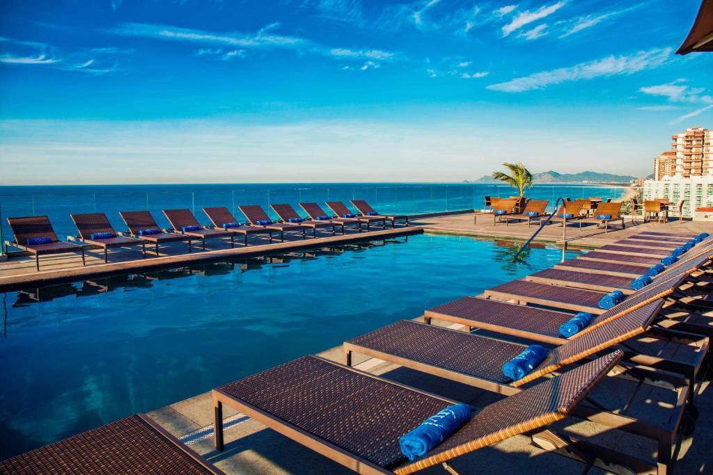 A piscina localizada em Windsor Oceânico ou nos arredores