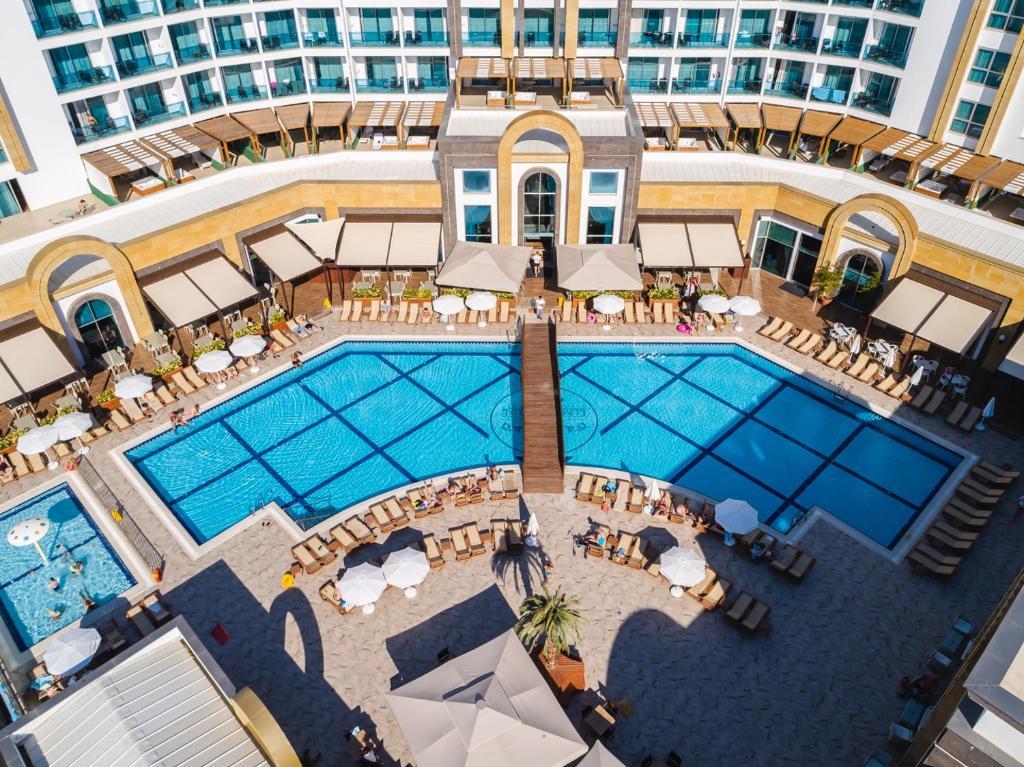 Вид на бассейн в The Lumos Deluxe Resort Hotel & Spa или окрестностях