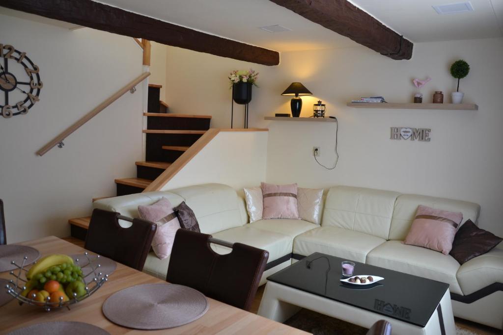 Posedenie v ubytovaní Home 4U