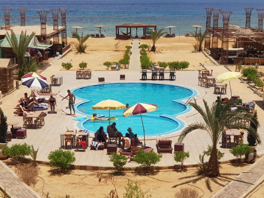נוף של הבריכה ב-Ciao Hotel או בסביבה