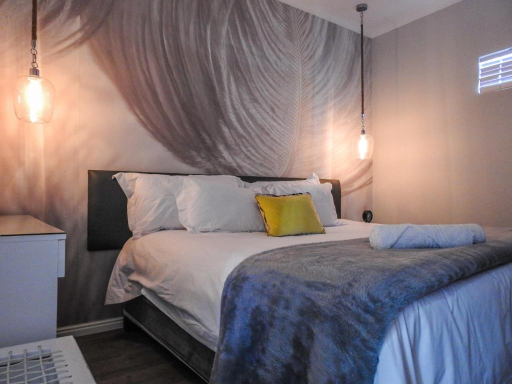 A bed or beds in a room at The Featherbed - Oudtshoorn