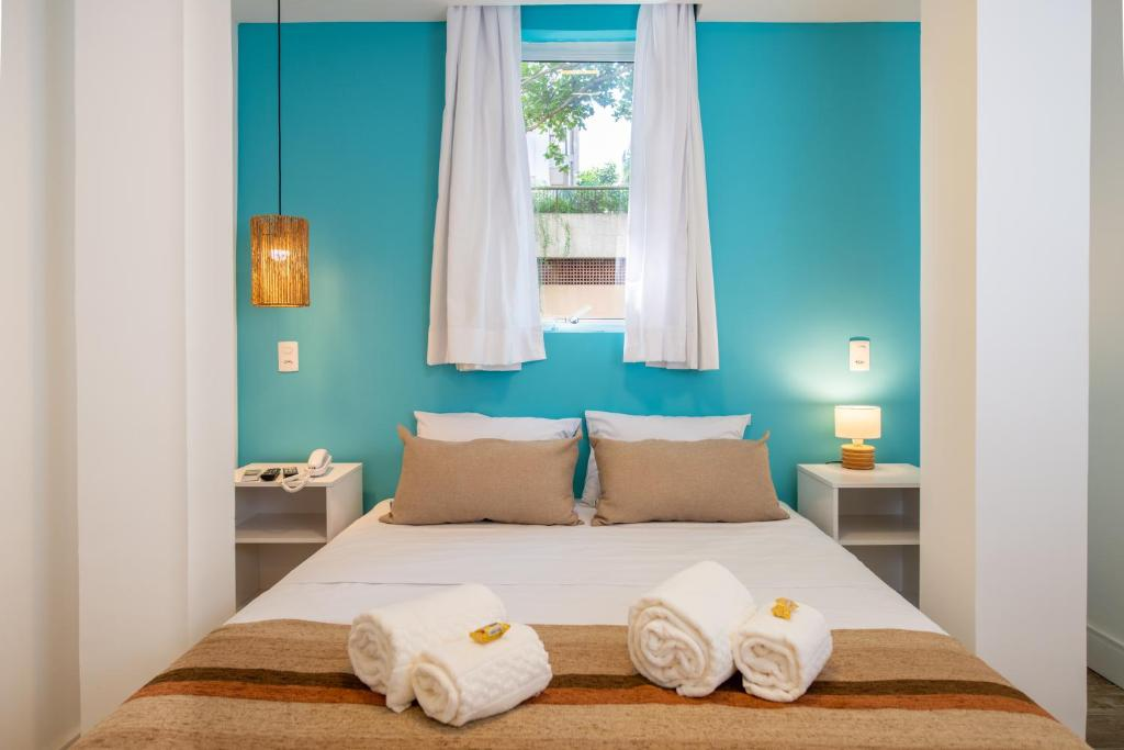 A bed or beds in a room at Brazilodge All Suites Leblon