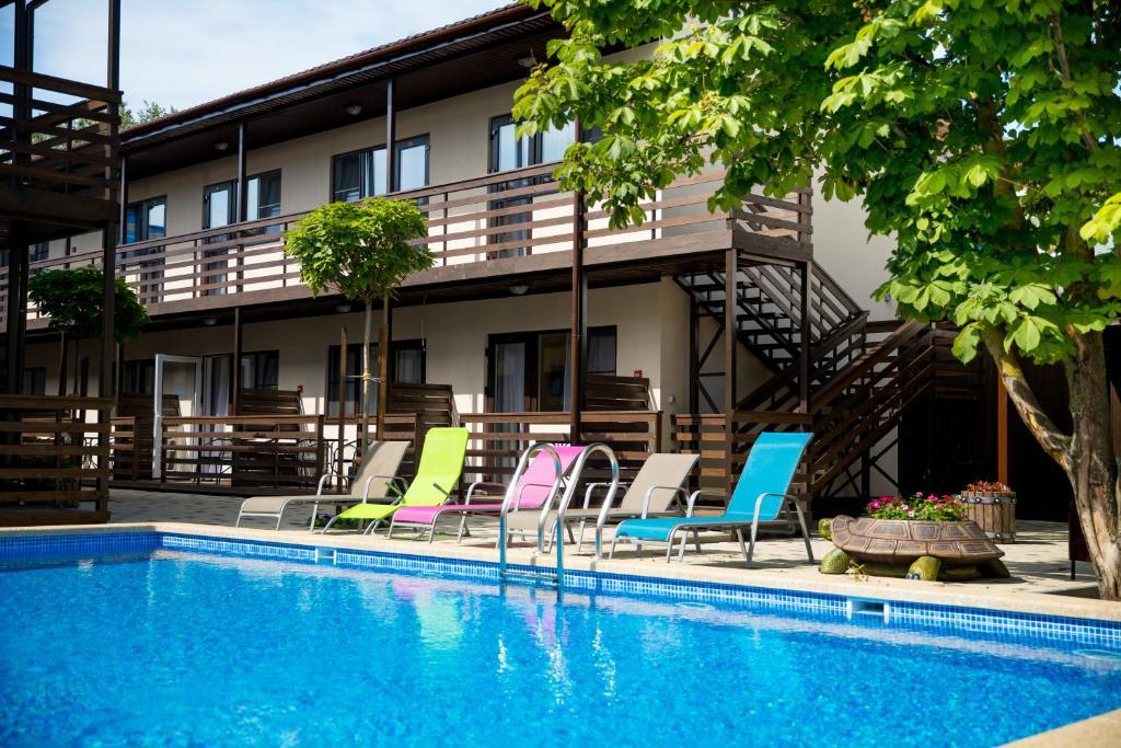 Этот отель находится в 5 минутах ходьбы от центрального пляжа Анапы и.
