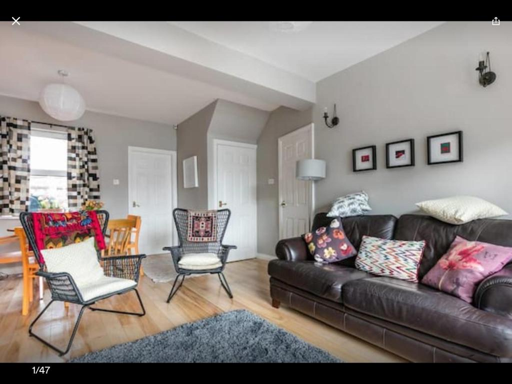 A seating area at Terrific terraced house in Belfast