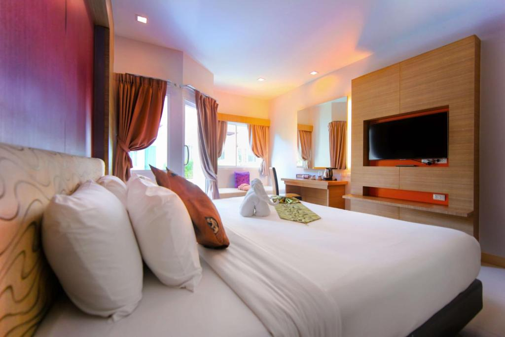 Bed or Beds in Andatel Grande Patong Phuket Room