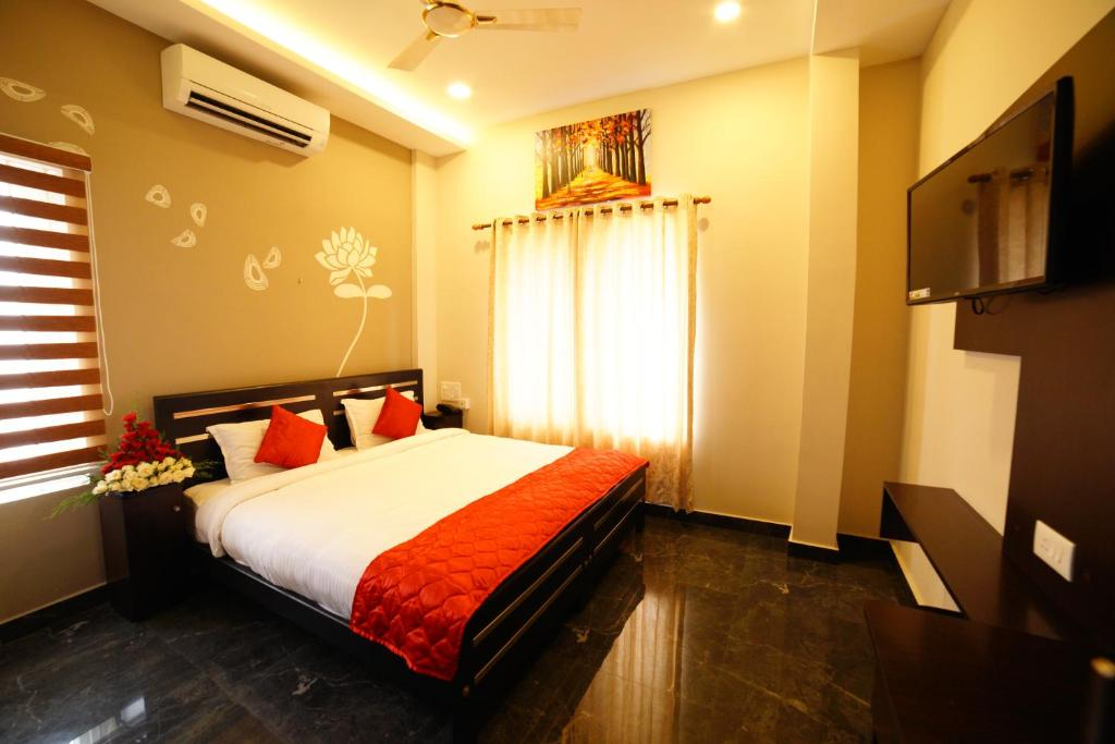 A bed or beds in a room at Metro Residency