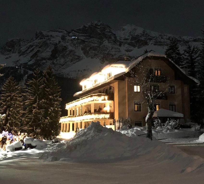 Snow Service Cortina.Boutique Hotel Villa Blu Cortina Cortina D'ampezzo Italy