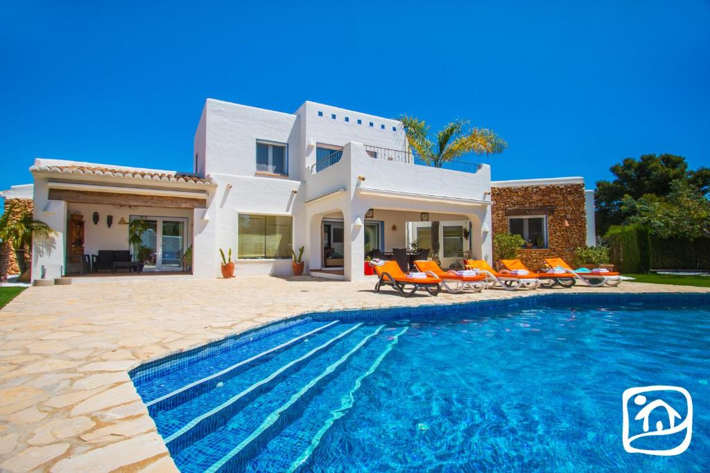 Abahana Villas Tuvalu, Moraira, Spain - Booking.com