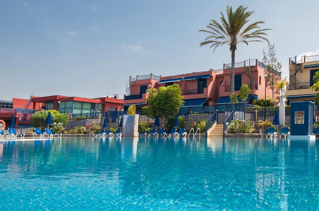 The swimming pool at or close to Meloneras Suites