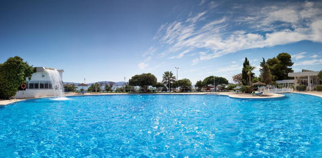 The swimming pool at or close to Hotel Cavanna