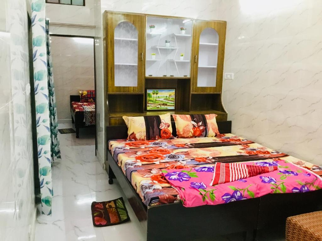 A bed or beds in a room at Aastha 1BHK @Noida Sector 18 Metro Station