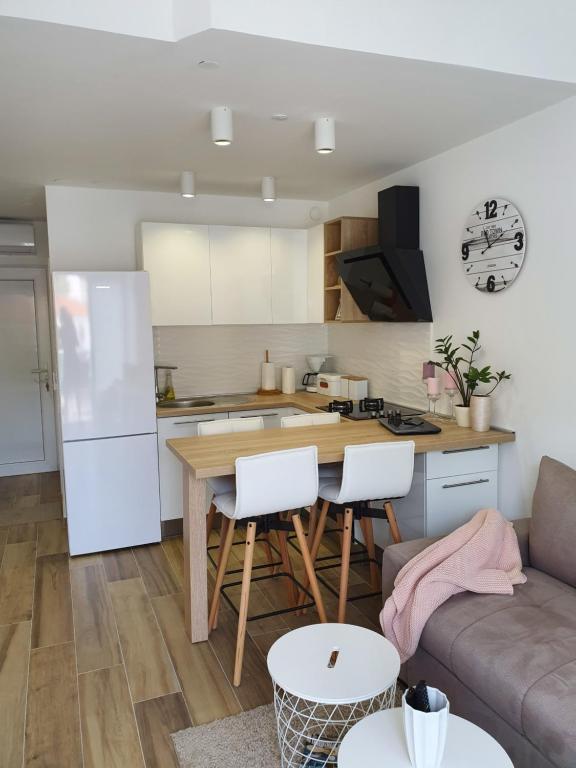 Cara Membuat Taman Kecil Di Depan Rumah  apartment magic stinica harga terkini 2020