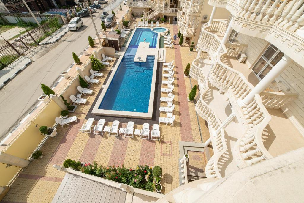 A view of the pool at Hotel Attika or nearby
